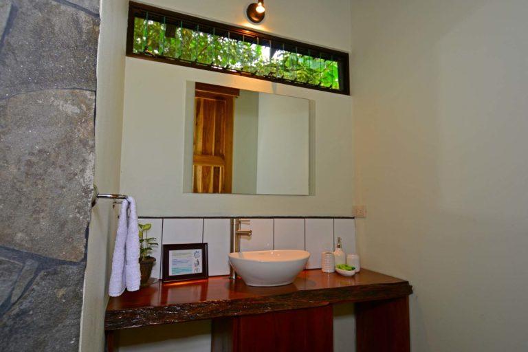 Casitas_Tenorio_Castia_El Volcan12_0000_bathroom