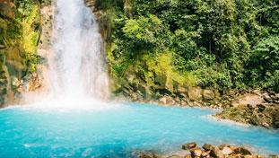Rio Celeste sigue siendo cierto azul: artículo de Tico Times